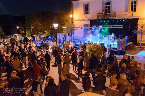 Une scène de l'ambiance qui règnait au festival de musique et vins du Festapic en 2016 à Valflaunès dans l'Hérault (34)