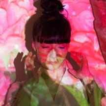 Photo de l'artiste Loa Frida qui se produira au festival musique & vins du Festapic