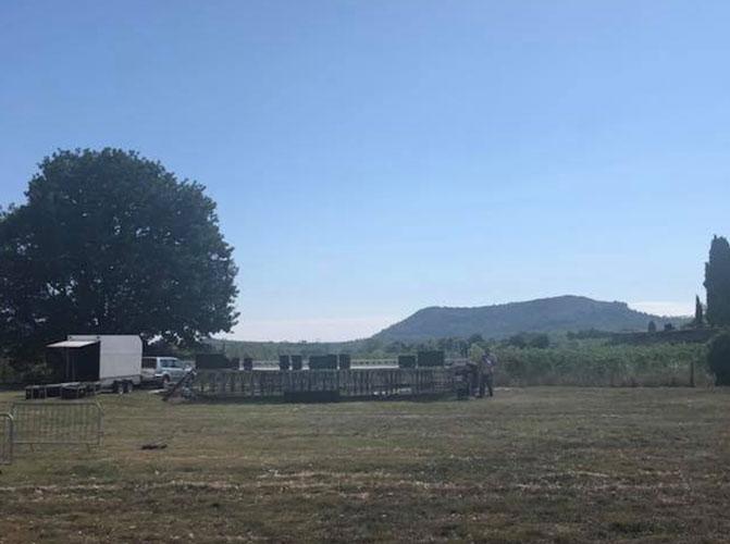 Scène du festival de musique et vins du Festapic à Fontanès, dans l'Hérault (34)