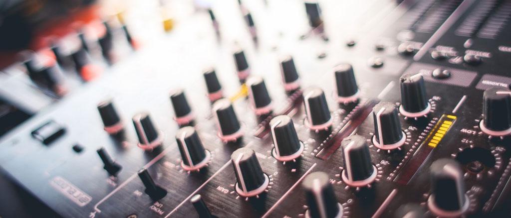 Exemple de table de mixage utilisée par l'association 280 communications pour produire un album.